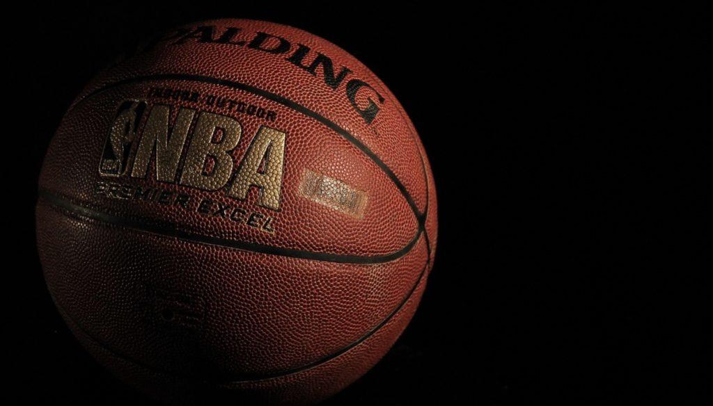 Jak obstawiać mecze NBA u bukmachera. Czy z koszykówki sąpieniądze?